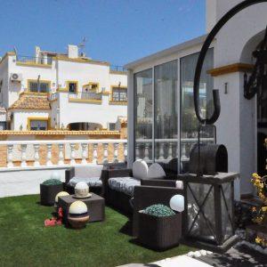 comprar-bungalow-playa-flamenca-jardín