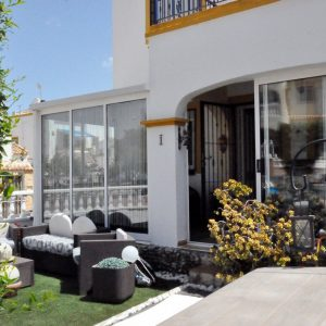 comprar-bungalow-orihuela-costa-jardín