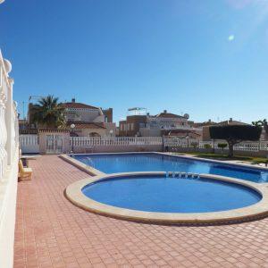 piscina-apartamento-torrevieja