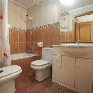 baño-apartamento-torrevieja-2
