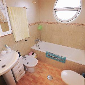 comprar-apartamento-guardamar-baño