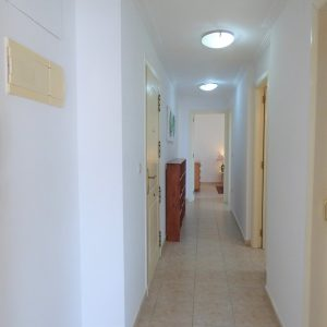 comprar-piso-guardamar-pasillo
